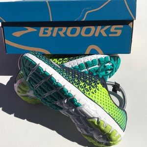 Brooks PureFlow 5 sneakers size 6.5 M
